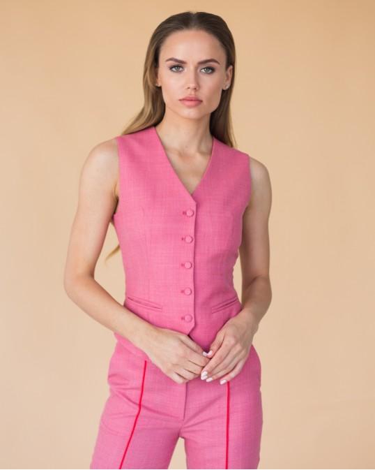 Розовая костюмная жилетка