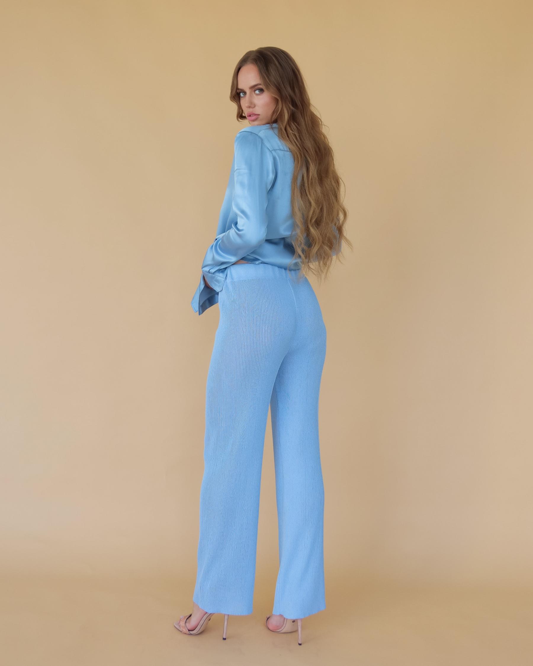 Легкие вязаные брюки из вискозы голубые