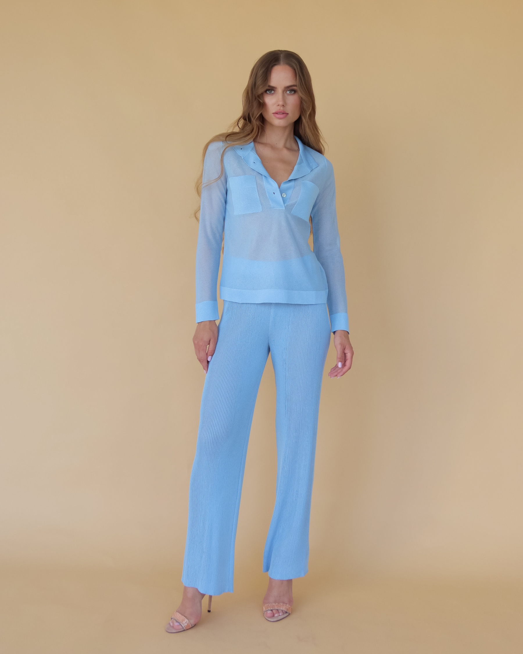 Легкая вязаная рубашка из вискозы голубая