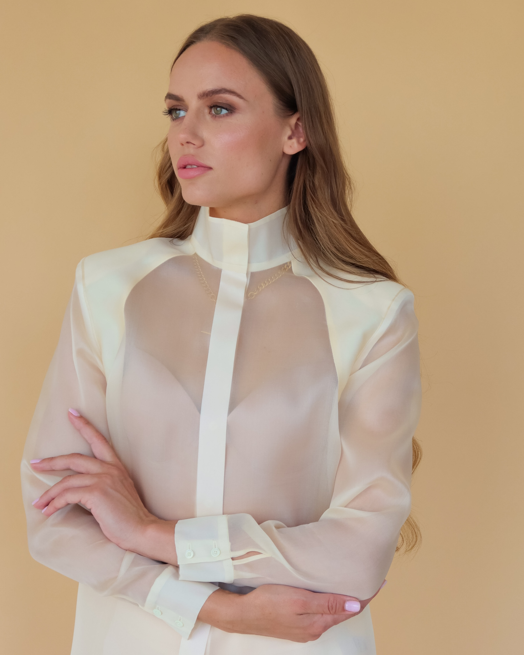 Шелковая блуза с подплечниками из шелка органзы цвет шампанского