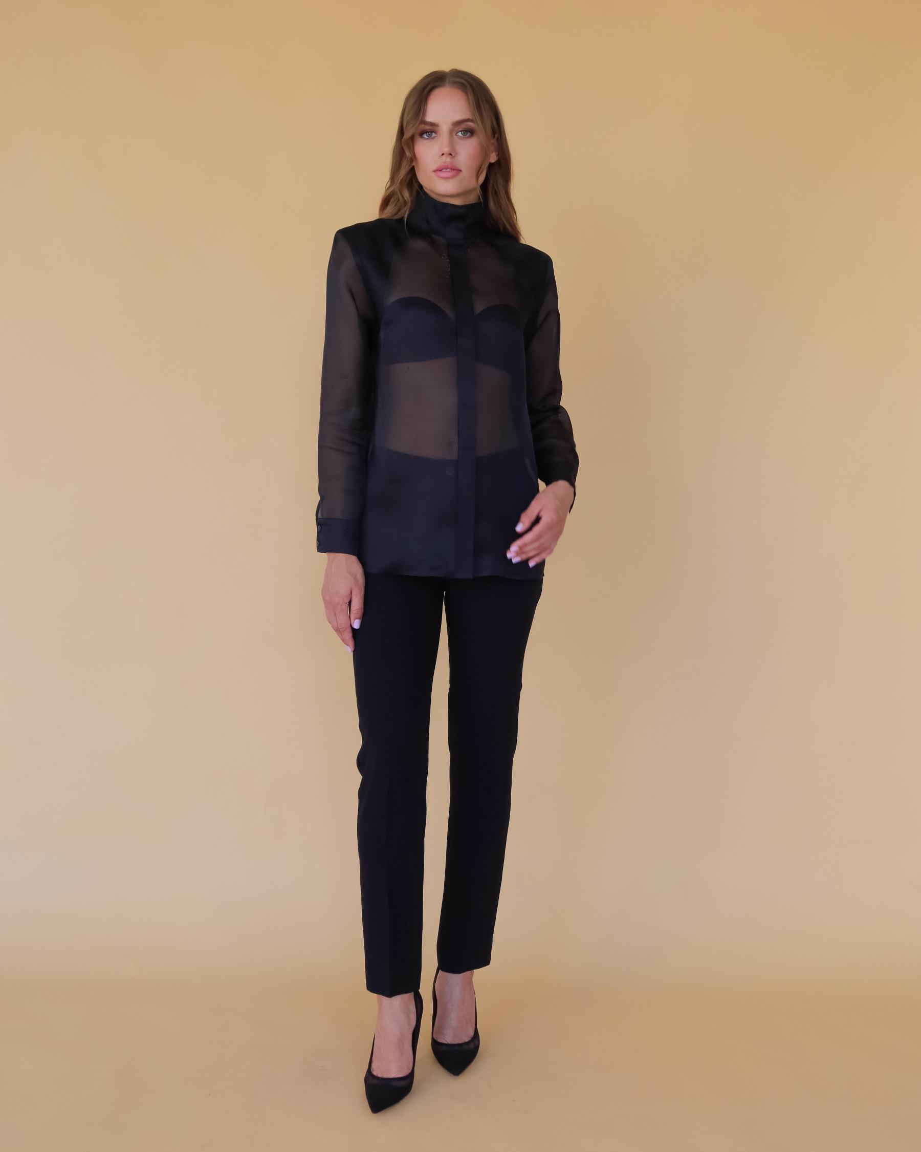 Шелковая блуза с подплечниками из шелка органзы черного цвета