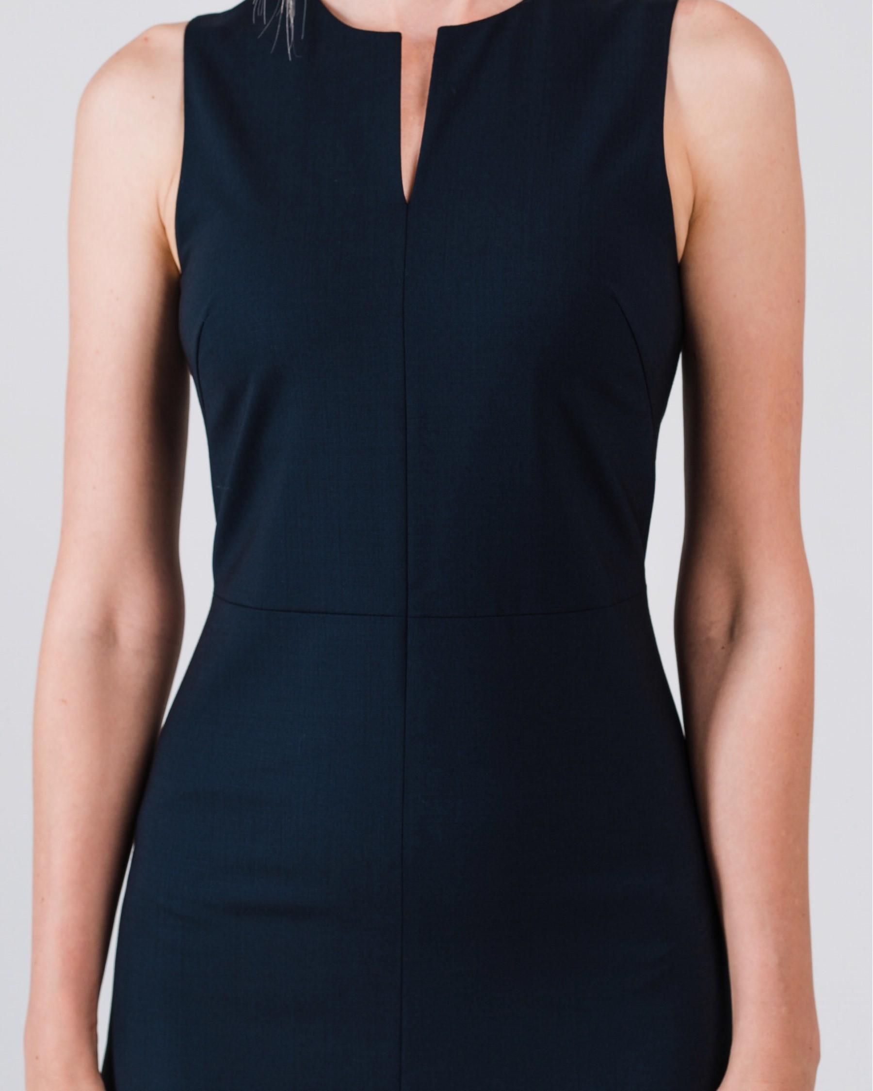 Приталенное платье из легкой шерсти