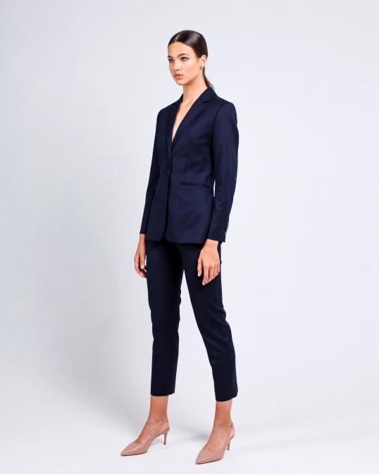 Темно-синий приталенный костюм из тонкой костюмной шерсти
