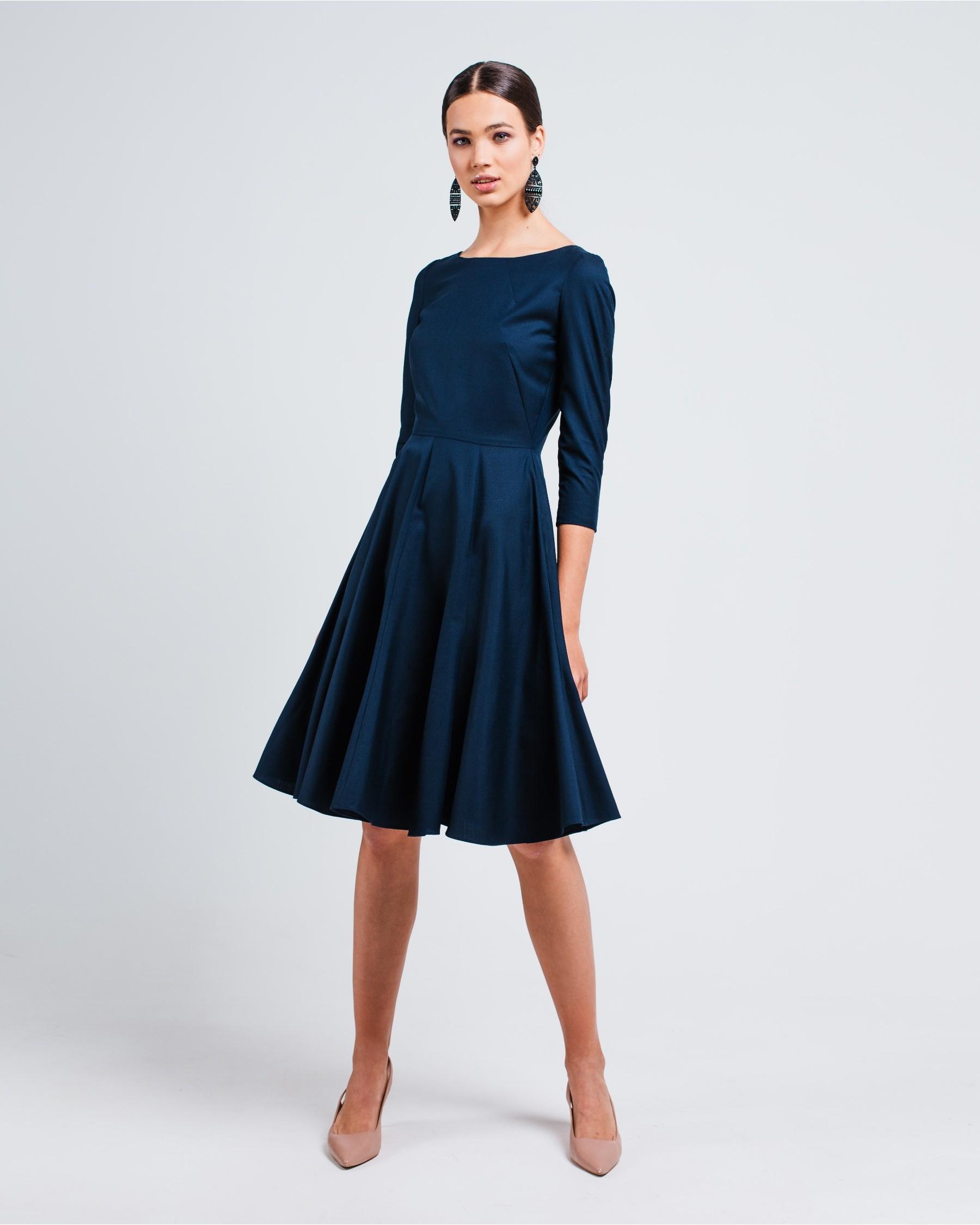 Приталенное платье с рукавом 3/4 из легкой костюмной шерсти