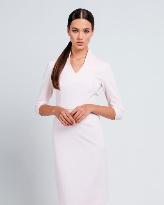 Светло розовое платье с высоким воротником