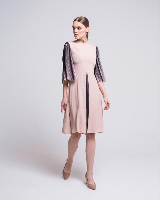 Шелковое платье с рукавами плиссе