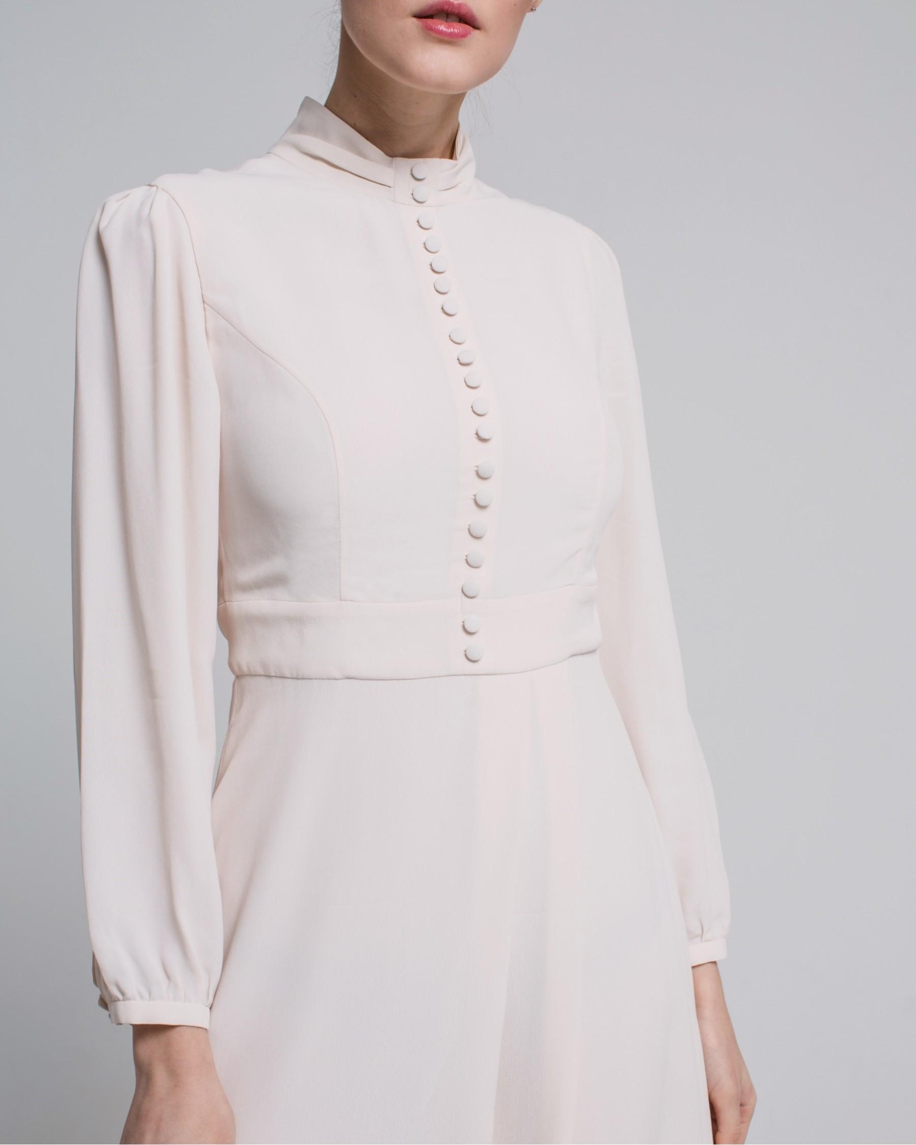Шелковое платье с пуговицами