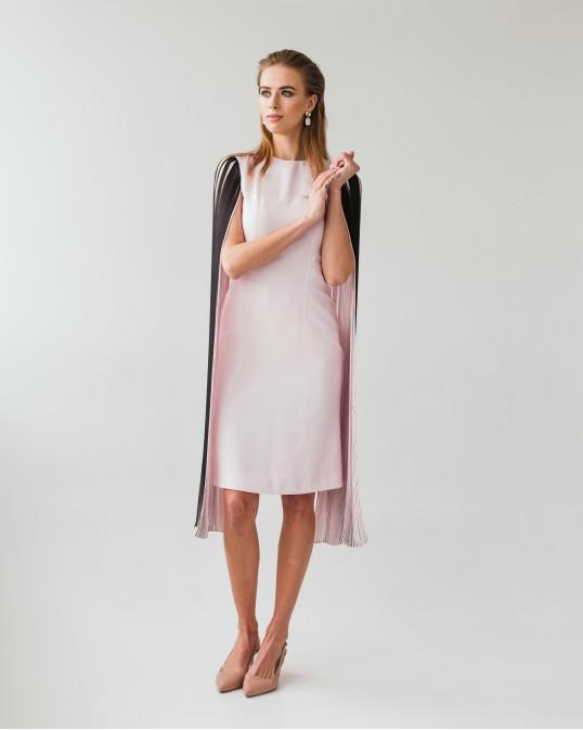 Шелковое платье с длинными открытыми рукавами плиссе