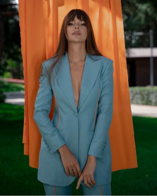 Бирюзовый жакет из тонкой костюмной шерсти с оранжевым кантом